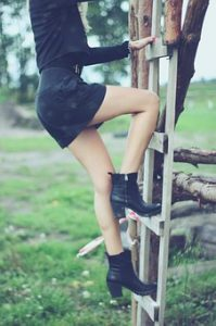 Girl on ladder should be careful if she want to avoid common moving injuries