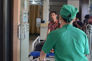 People in emergency room