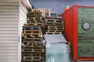 Pallets between storage containers.