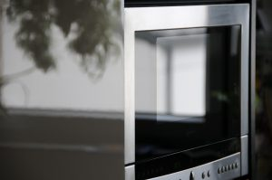 pack and move small appliances such as microwave oven.