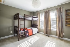How to disassemble and pack a bunk bed - a room with bunk bed