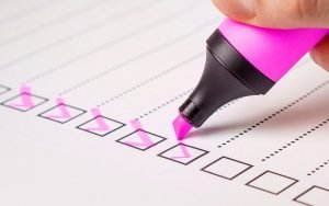 A checklist, writing a checklist is one of the most important rules of moving last-minute